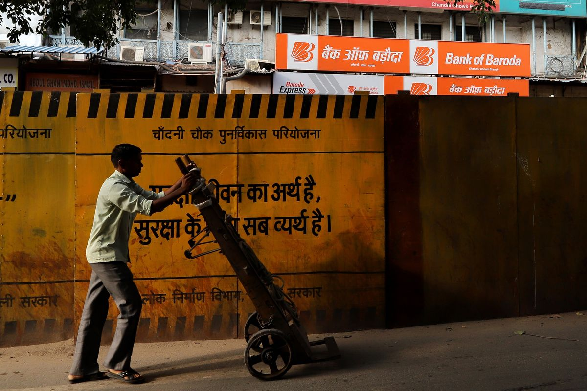 India Budget Gap Goal Threatened by Tax Evasion as Demand Wanes