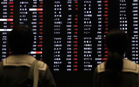 Asian Stocks Advance as Slower U.S. Growth Boosts Stimulus Bets