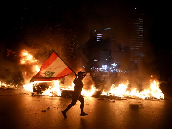 Lebanon Vows to Stabilize Currency After Night of Angry Protests