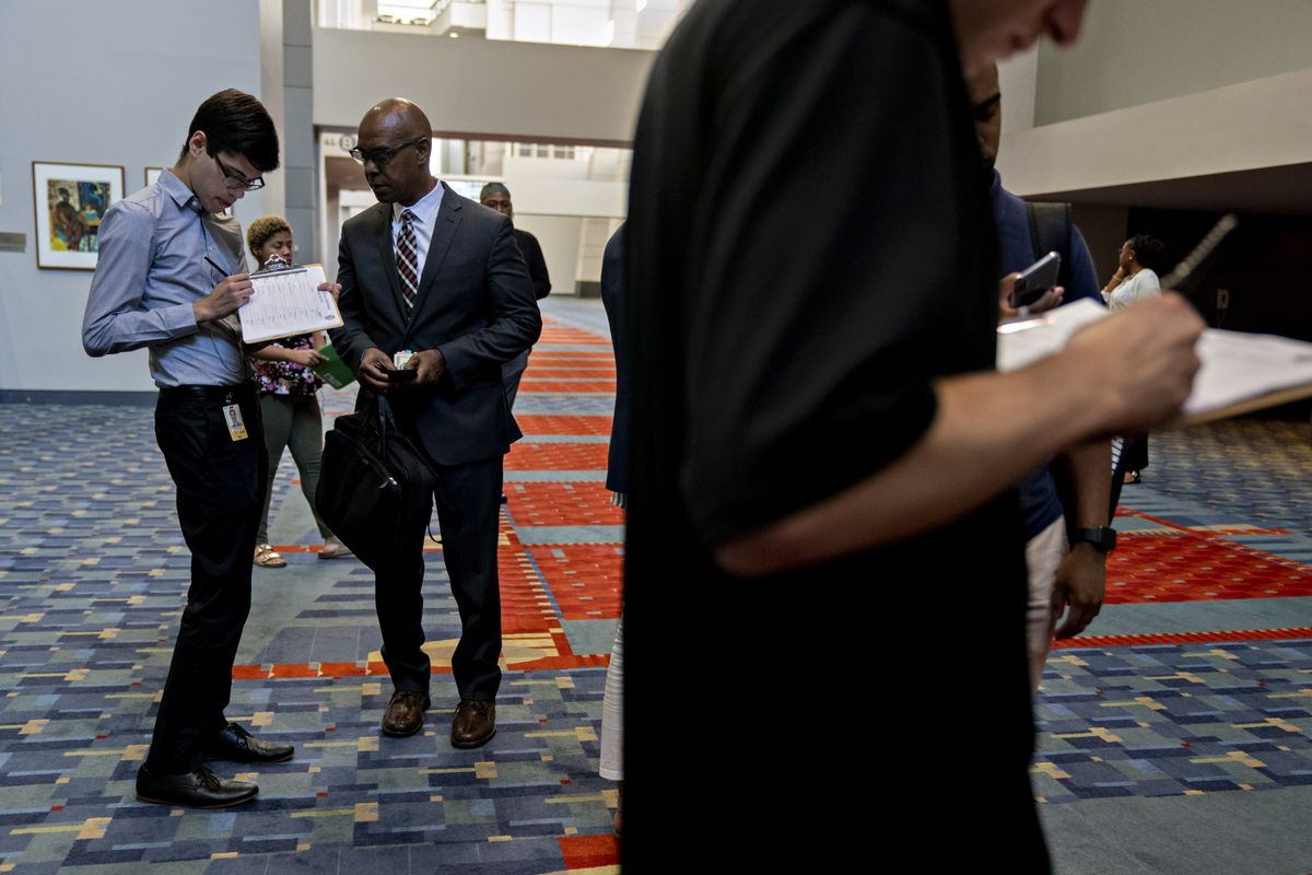 U.S. Jobless Claims Unexpectedly Decline to a Three-Week Low