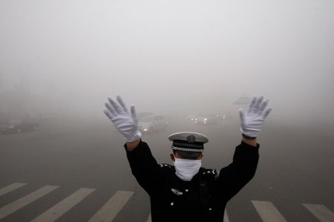 Heavy Smog Shuts Down Schools in Northern Chinese City
