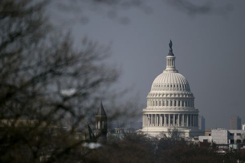 U.S. Deficit to Fall to $642 Billion, Federal Budget Agency Says