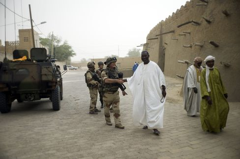 Hollande to Visit Mali as French Close to Securing Major Towns