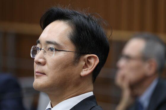Samsung Back in Favor as Moon Tries to Kick-Start Korean Economy