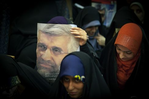 Iran Candidate Jalili Vows to Protect Women's Rights as Mothers