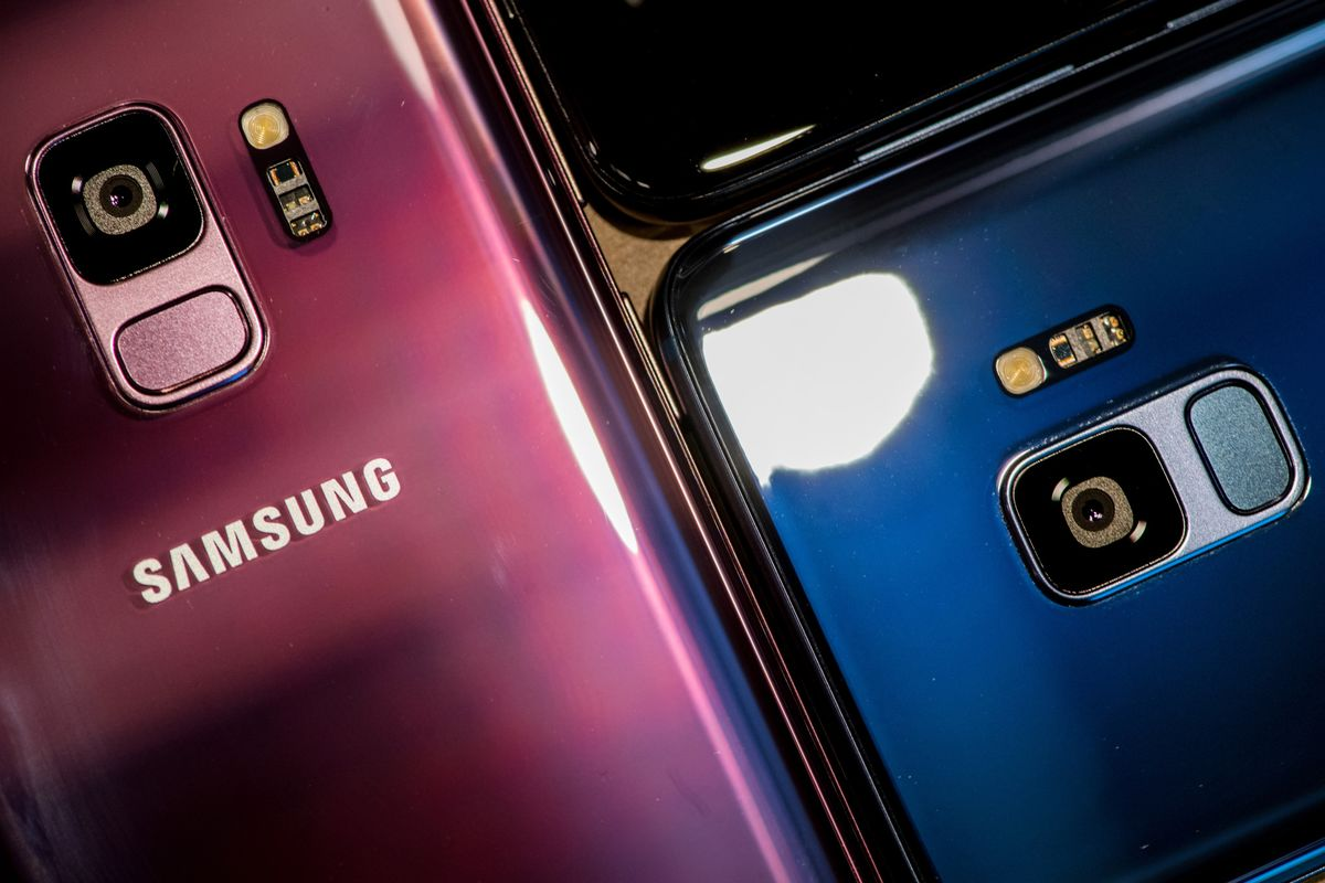 How the Samsung Galaxy S9 Compares to the iPhone X thumbnail