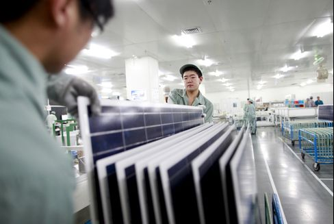 Solar Suppliers' First-in-Decade Sales Drop to Feed Glut