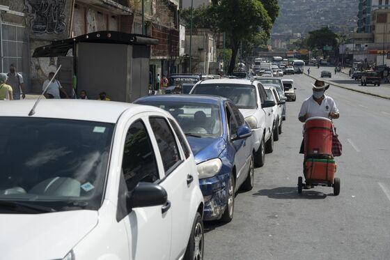 Venezuelans Enduring Day-Long Waits to Fill Gasoline Tanks