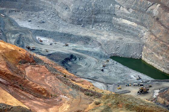 Ancient Sites, Sacred Snake Raise Risks for Australian Resources