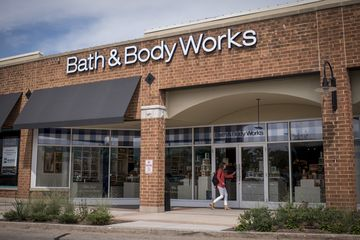 Bath Body Works Buoys Parent L Brands During Pandemic Lockdown Bloomberg