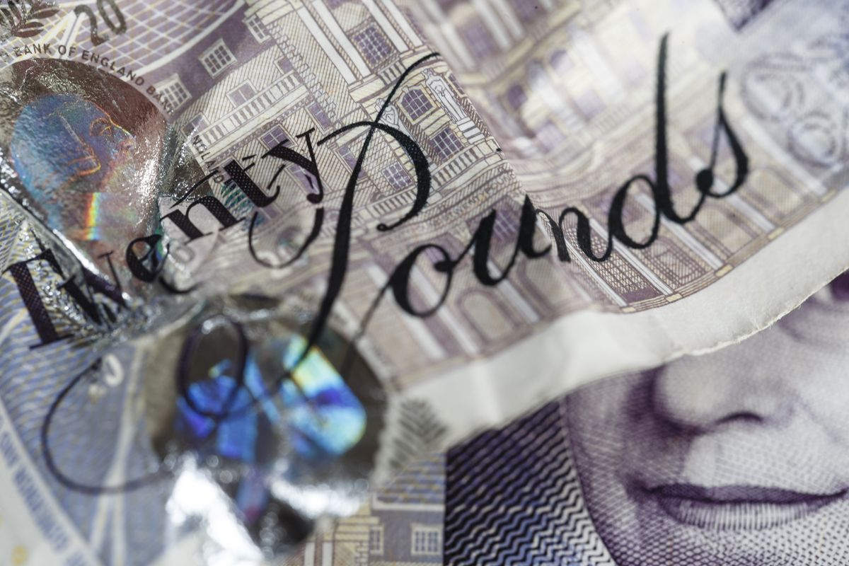 Pound Sinks to Lowest Since 2017 on Threat of No-Deal Brexit