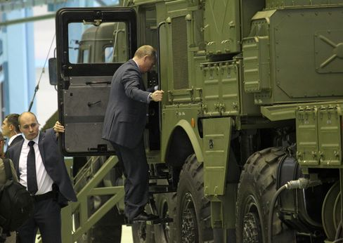 Putin Tours New Production Hub for Missiles Withheld From Syria