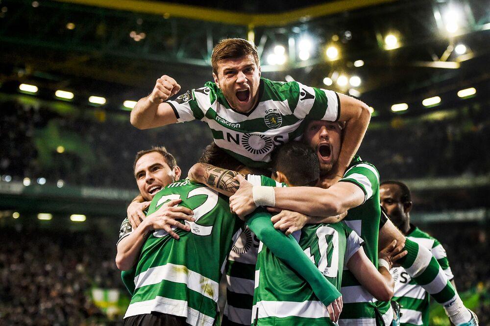 0e4cea0aa Cristiano Ronaldo s Old Club Sporting Lisbon Gets a Lifeline - Bloomberg