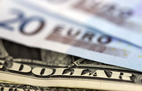 Euro Declines as German Opposition Boosts Debt Crisis Concerns
