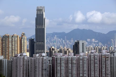 Hong Kong Overheating Risk Seen by HKMA's Chan on Surging Debt