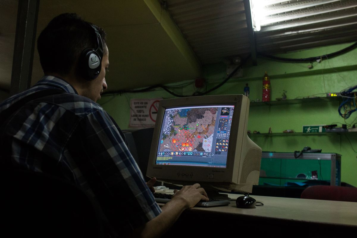 Desperate Venezuelans Turn to Video Games to Survive