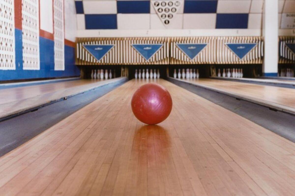 America S Vanishing Bowling Alleys Bloomberg