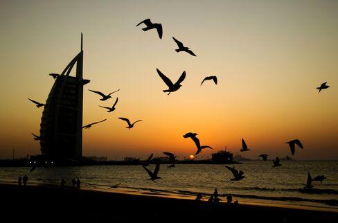 Jumeirah Said to Raise $1.4 Billion Loan as Dubai's Costs Drop