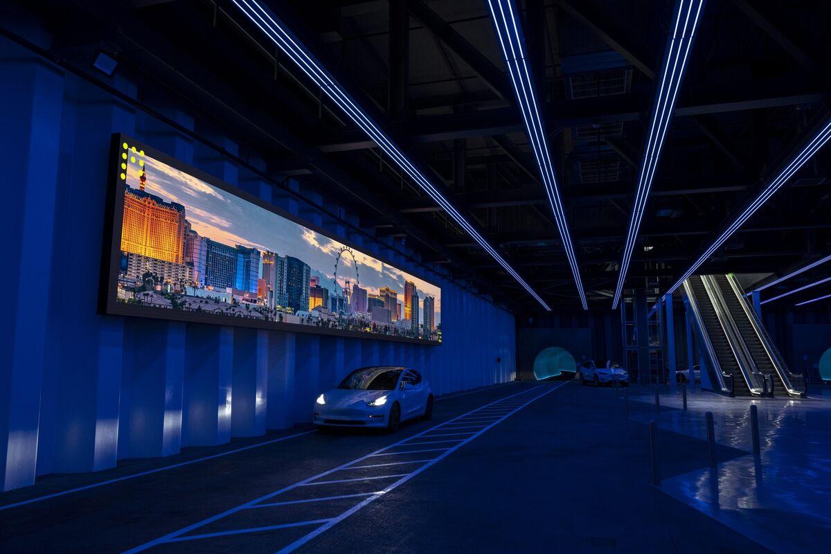 <p>Musk's Las Vegas Tunnel Is Like a Tesla Amusement Park Ride thumbnail