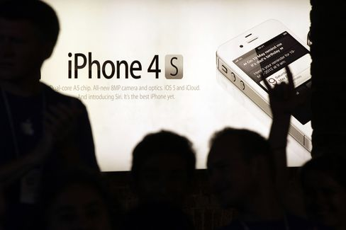 Apple Sells More Than 4 Million IPhone 4S in Debut Weekend