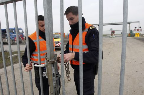Diamonds Valued at $50 Million Stolen at Brussels Airport
