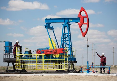 Oil Pumping Operations At Kazakh Oilfield Operated By EmbaMunaiGas