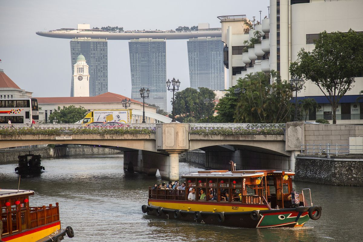 Singapore's Economy Expands 2.1%, Faster Than Earlier Estimated