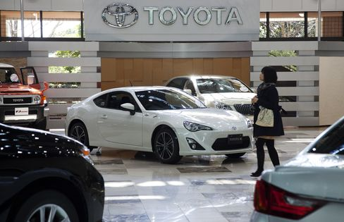 Toyota Takes Global Auto Sales Lead From GM on Disaster Recovery