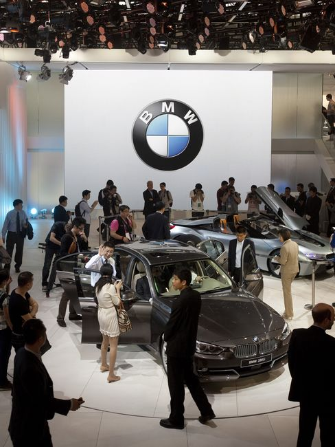 BMW Stretches 3-Series as China Luxury Growth Downsizes