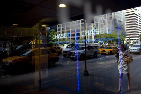 JPMorgan Profit Falls on Weak Trading, Matches Estimates