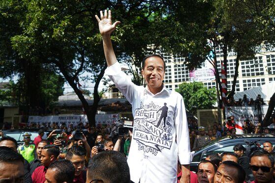 Indonesian Presidential Candidates Debate Corruption, Terrorism