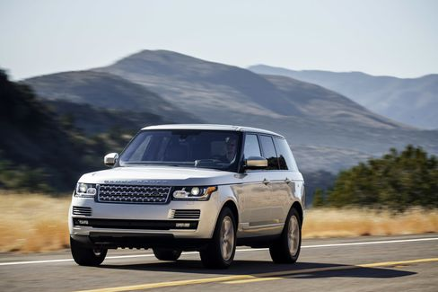 The HSE is the higher-optioned Range Rover new this year from Land Rover.