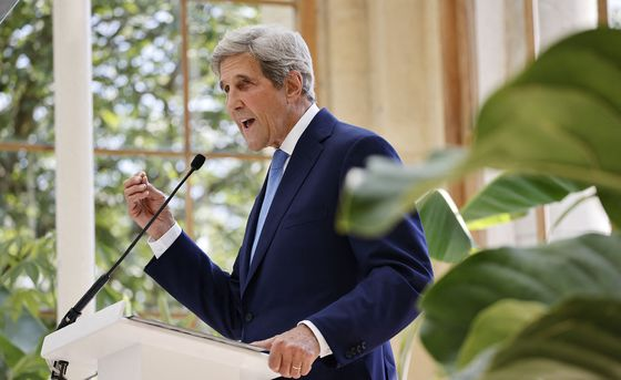 John Kerry Urges China to Help Break Climate 'Suicide Pact'