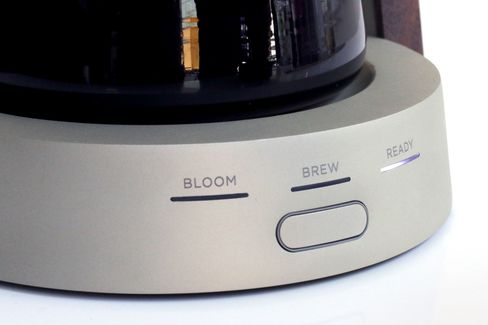 The Ratio Eight automatically transitions from blooming the coffee to full-on brew mode.