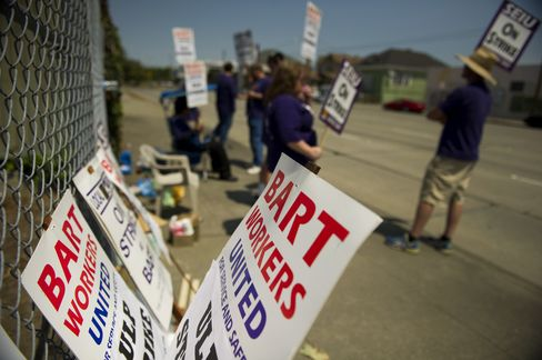 San Francisco Transit Workers Will End Strike as Talks Continue