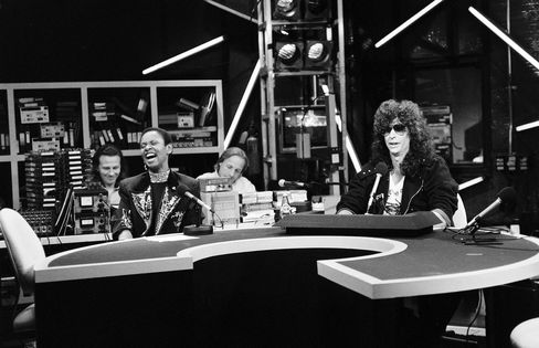 Co-host Robin Quivers and Stern, with crew, in 1990.