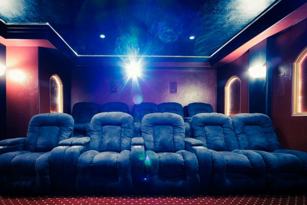 Amazing To Lure Moviegoers Amc Theaters Installs Recliners Bloomberg Pabps2019 Chair Design Images Pabps2019Com