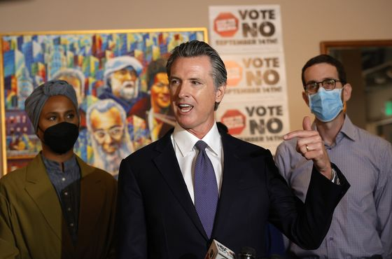 Muni-Bond Buyers Shrug Off California Governor's Recall Peril