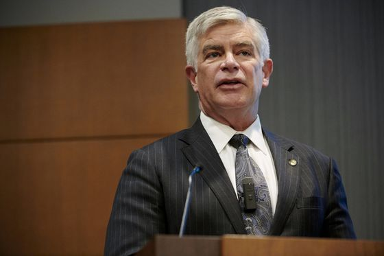 Harker Says Fed May Begin Paring Bond Purchases in Late 2021