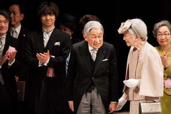 Japan Emperor Steps Down in First Abdication in Two Centuries