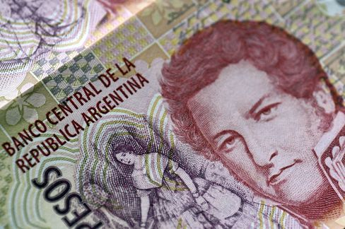 Peso Bonds Beat Dollar Debt on Currency Bets