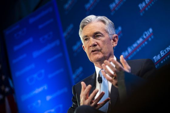 Powell on the Spot After Fed's Monetary Messages Whipsaw Market