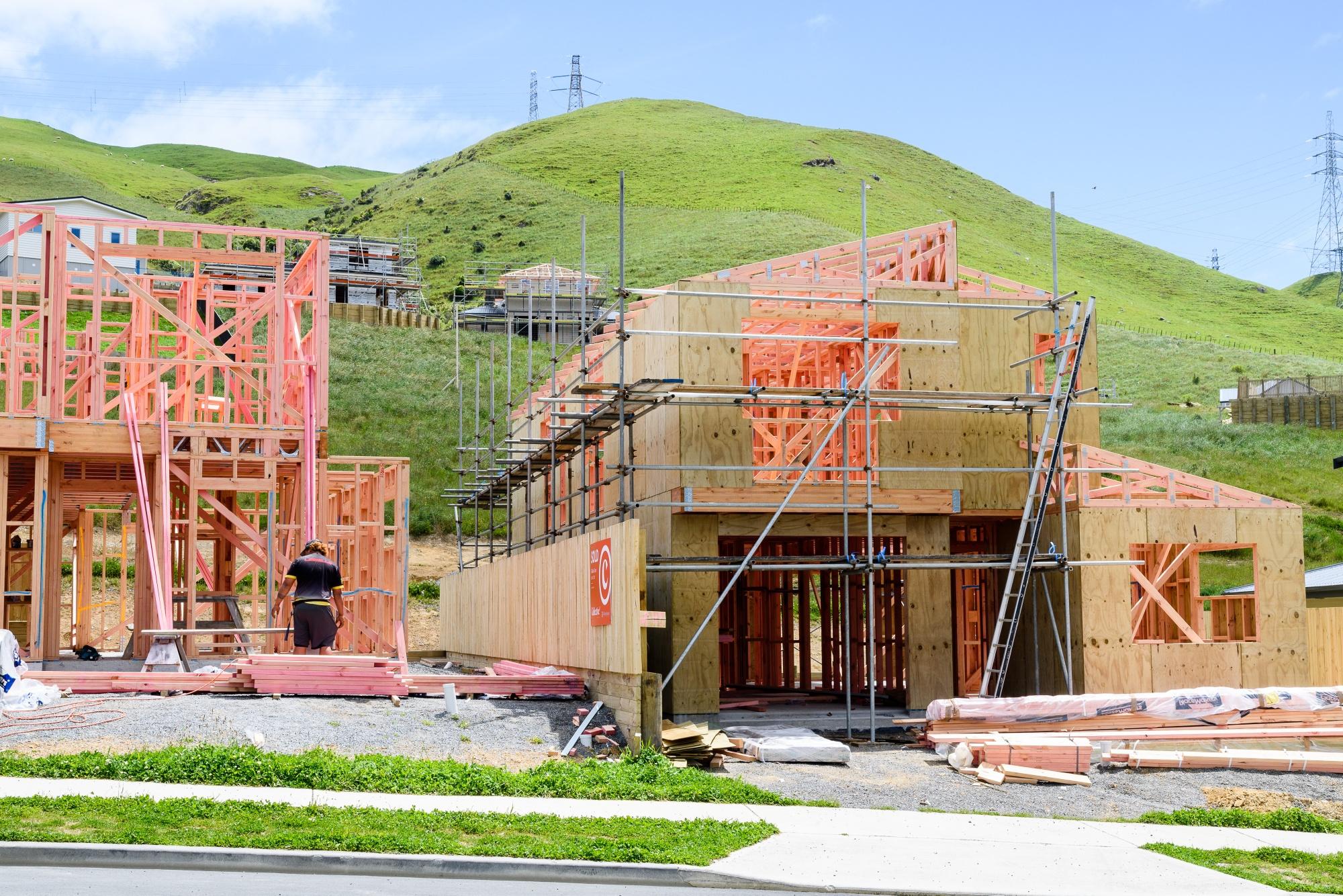 Maisons en construction dans la banlieue de Churton Park, Wellington, Nouvelle-Zélande.