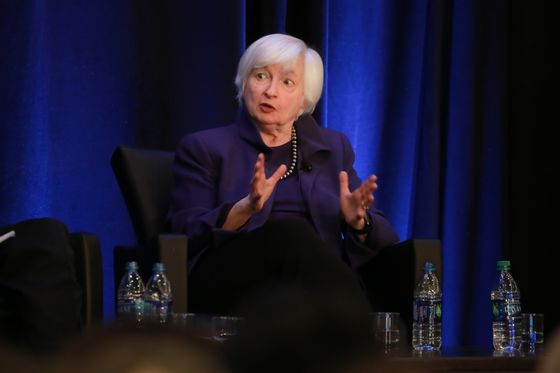 Yellen Warns Anecdotal Signs Show Businesses Putting a Pause on Spending