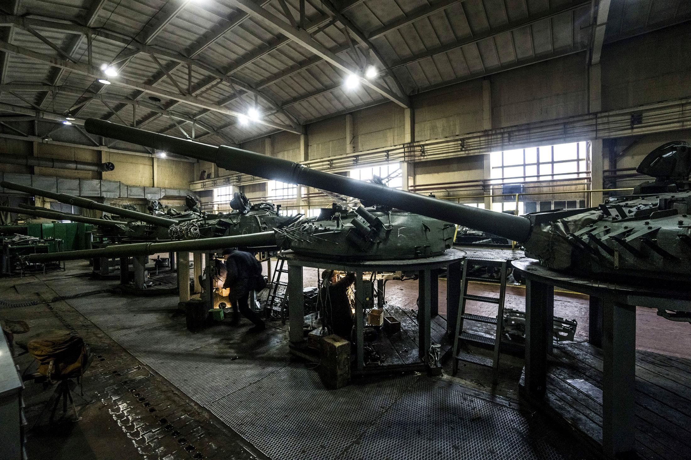 How Ukraine Refurbishes Its Cold War Era Tanks for Modern Warfare
