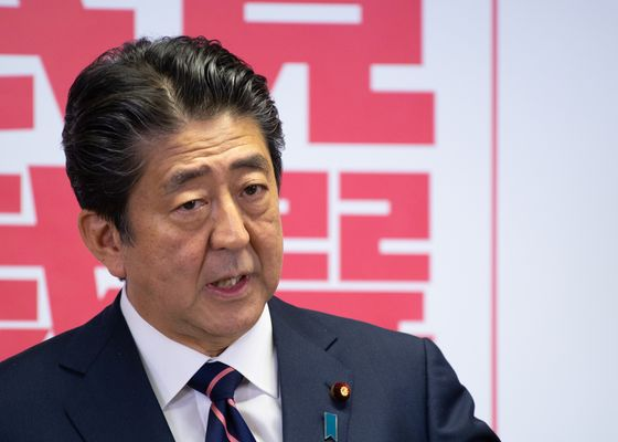 Abe Vows to Defend Japan's Interests as Trump Meeting Looms