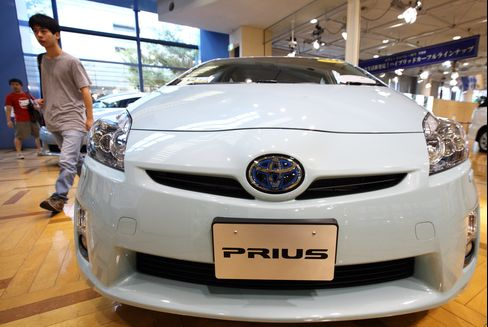 Toyota Prius Augurs Unavoidable Plunge in Japan's Auto Sales