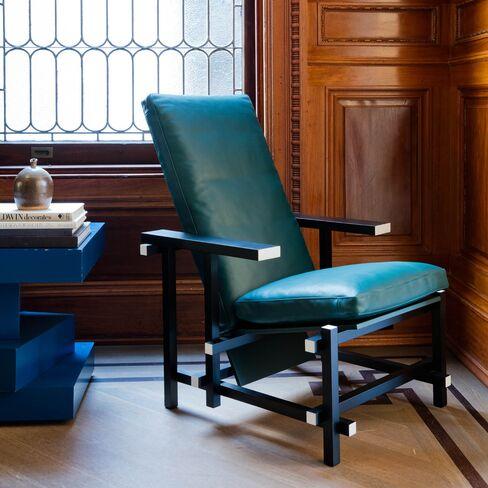 1473798905_cassina-dutch-chair-pursuits-bloomberg-lede