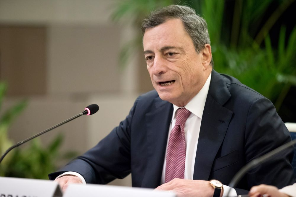 Draghi Warns Against Breaking Rules Amid Italian Bond Selloff
