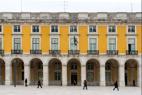 Portugal Said to Need as Much as 70 Billion Euros in Aid